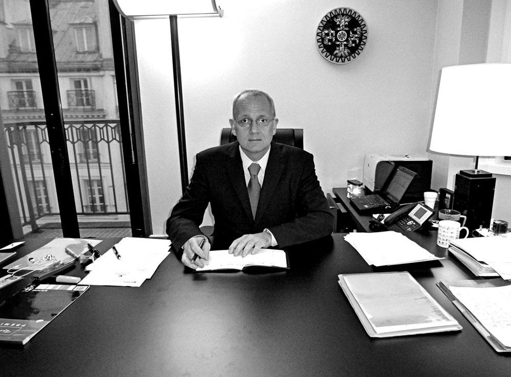 Jean-Yves Le Gall dans son bureau. 50ans-50portraits.com
