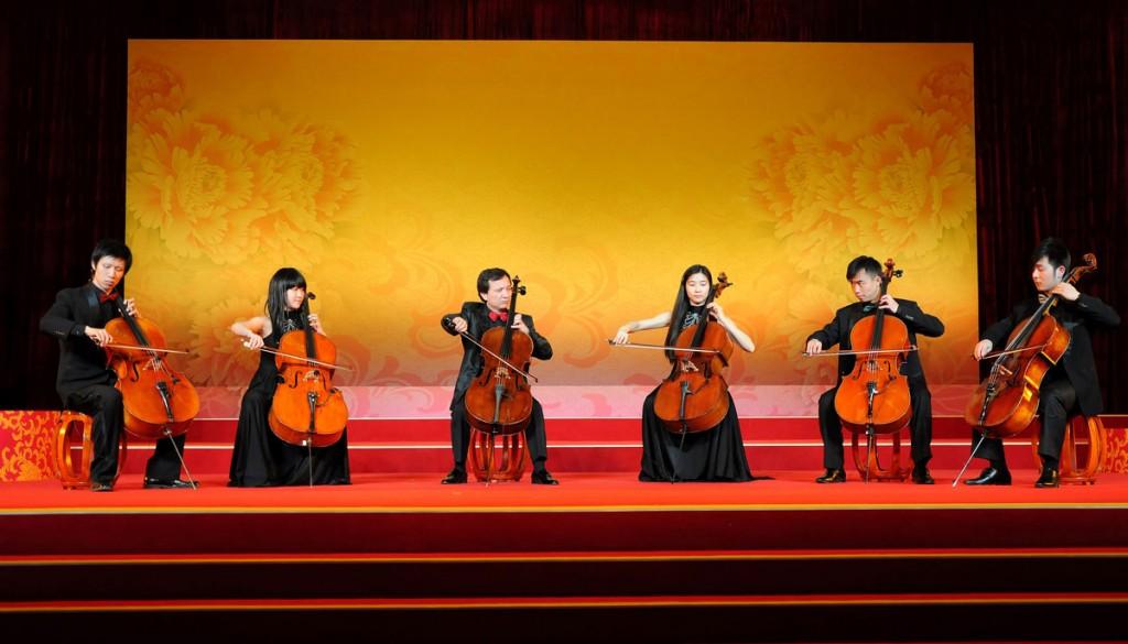 Chu Yi-Bing Cello Ensemble jouent pour le président des États-Unis Barack Obama